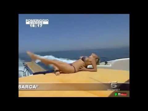 Carmen strepitosa in barca a pomeriggio cinque thumbnail