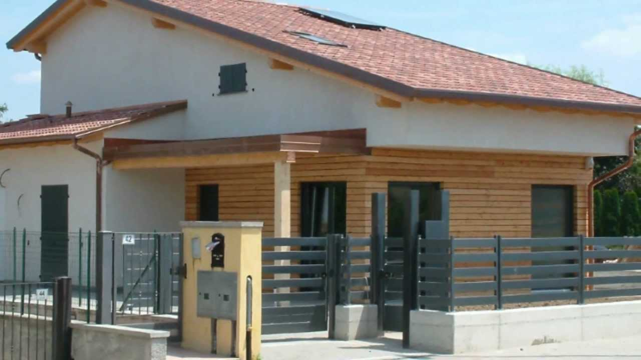 Case in legno villa bifamiliare palosco youtube for Ville bifamiliari moderne