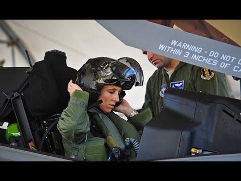 Cận cảnh nữ phi công Mỹ đầu tiên lái chiến đấu cơ tàng hình tối tân nhất