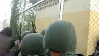 Repeat youtube video GUARDIA NACIONAL  VS CHOROS PENAL DE YARE