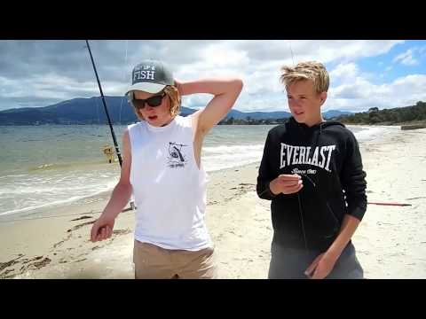 Surf Fishing Hobart! Howrah Beach Derwent River!
