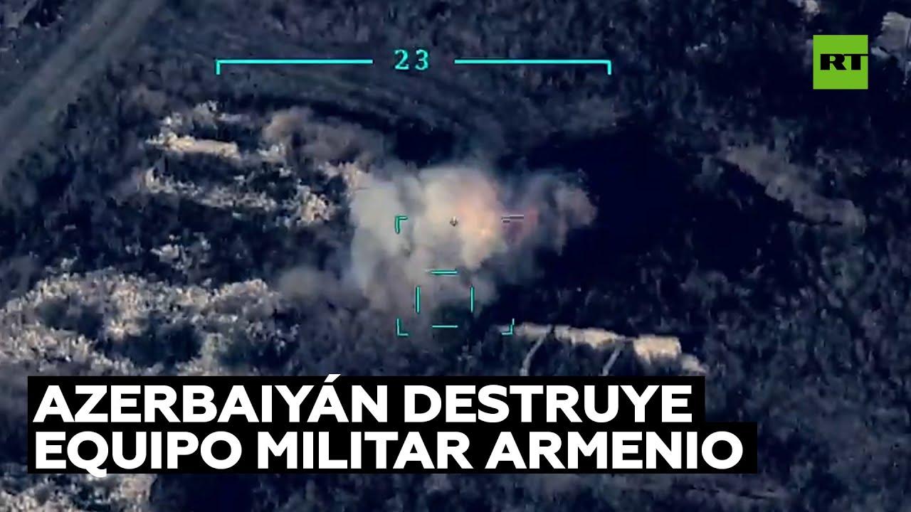 Momento de la destrucción de equipo militar armenio durante un ataque de Azerbaiyán