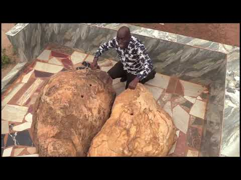 These large rocks look like ordinary  big stones but no they are not.These are castanets(fretwua)...