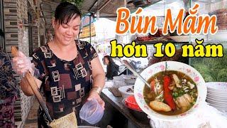 Quán Bún Mắm Miền Tây hơn 10 năm ở Sài Gòn | Saigon Travel