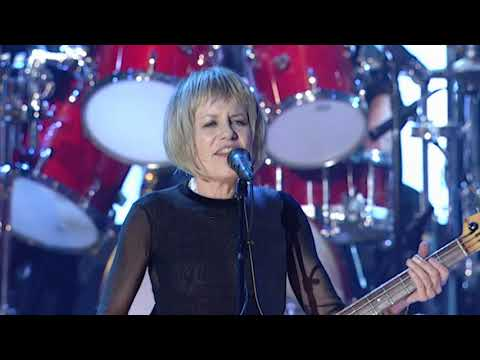 """Talking Heads perform """"Life During Wartime"""" at the 2002 Rock & Roll Hall of Fame Induction Ceremony"""