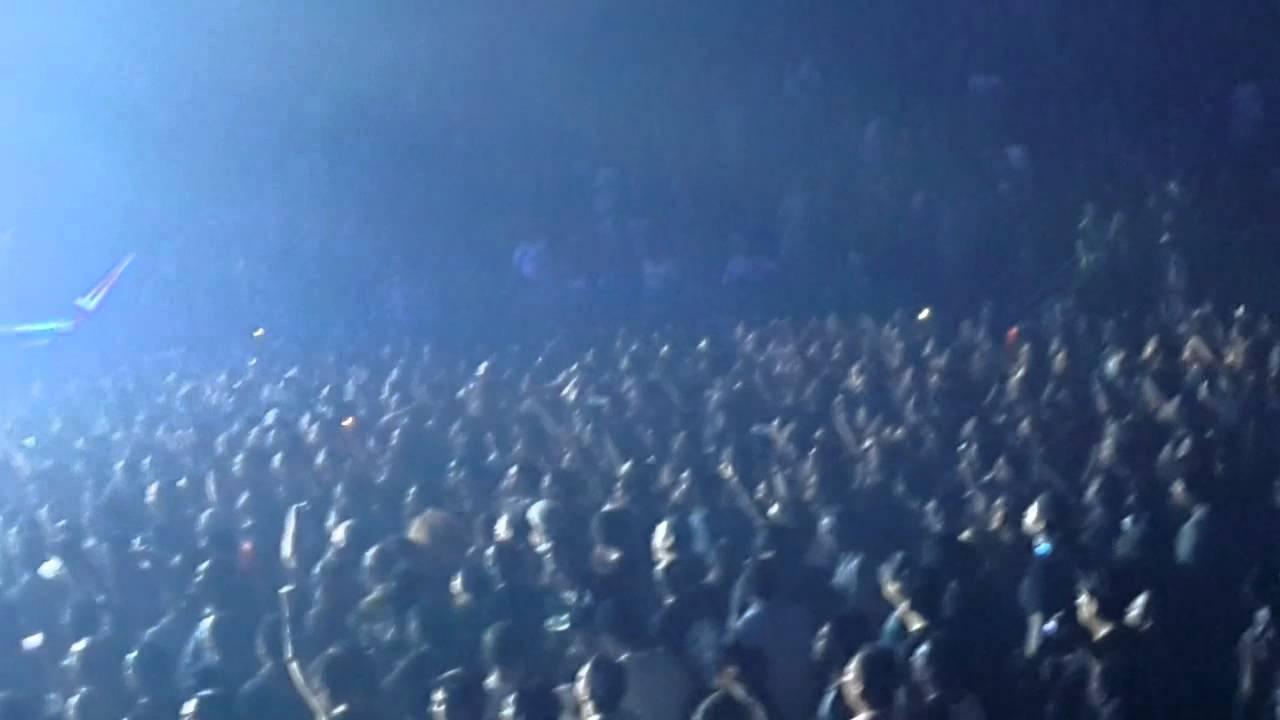 live wire Motley Crue Monterrey 2015 - YouTube