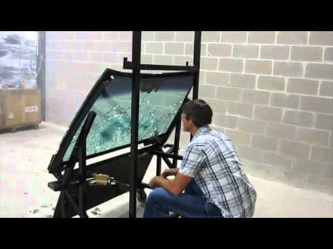 test d 39 un pare brise pare balles avec un ak 47 youtube. Black Bedroom Furniture Sets. Home Design Ideas