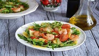Салат с креветками, рукколой и маасдамом