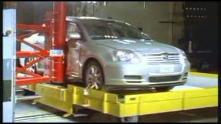 Crash test Toyota Avensis 2003