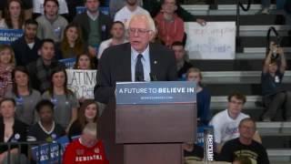 Trump Discovers Women Go to Bathroom   Bernie Sanders