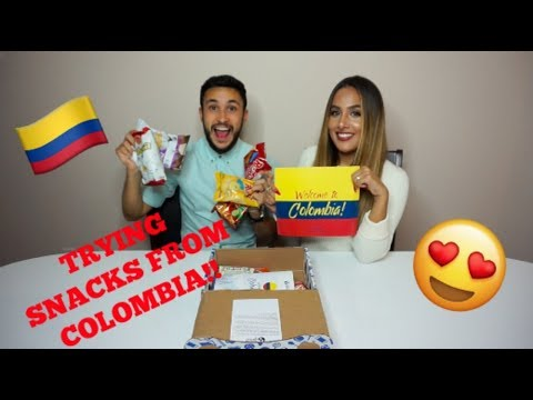 TRYING SNACKS FROM COLOMBIA !! UNIVERSAL YUMS BOX !!