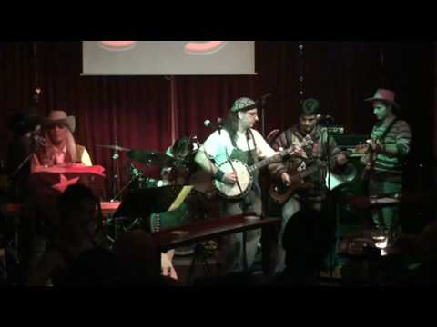 STRAW HATS BAND PERFOMING duelling banjos