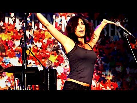 Hot Arab Woman singing Arabic Rock Song