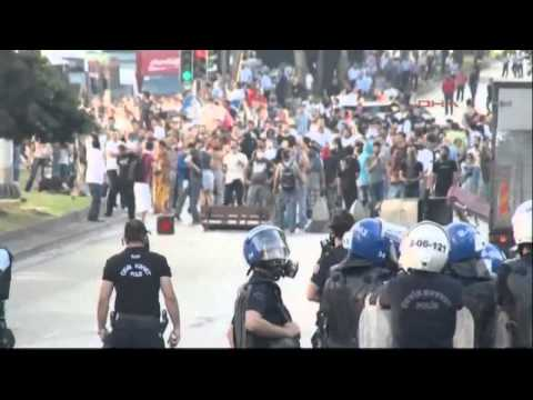 Turkish police use tear gas on protesters