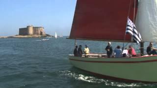 Afficionados maritimes autour du chateau du taureau