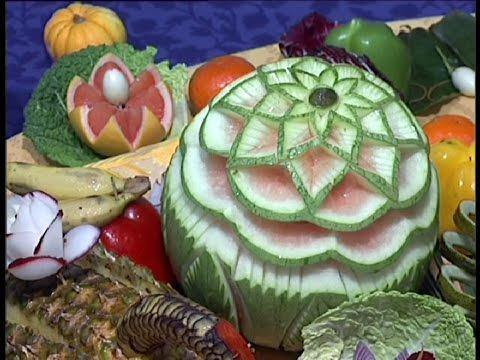 Ideas para la decoraci n de mesas con frutas para bodas - Pinas decoradas para centro de mesa ...