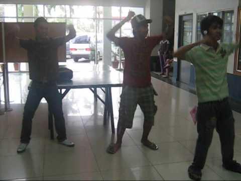 mga dancer sa gitna ng lobby-sti balagtas