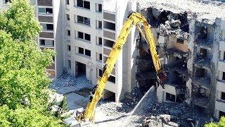6/17UP 残り5階分を地上からユンボのロングフロントで解体中!コマツPC450!吹田市竹見台 thumbnail