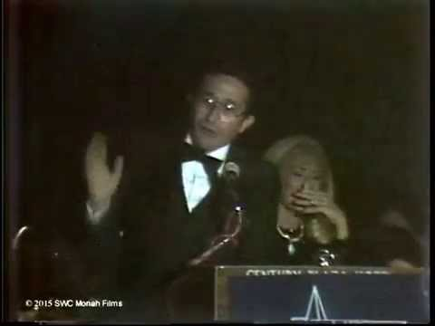 1980: Elizabeth Taylor and Rabbi Marvin Hier at Simon Wiesenthal Center Banquet