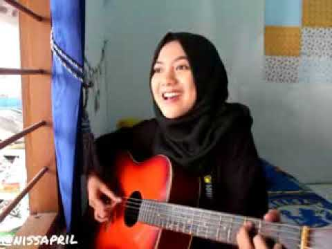 Mimi menyanyikan lagu persib kebangganku