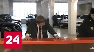 Клиентов столичного автосалона обманули на 50 миллионов рублей - Россия 24