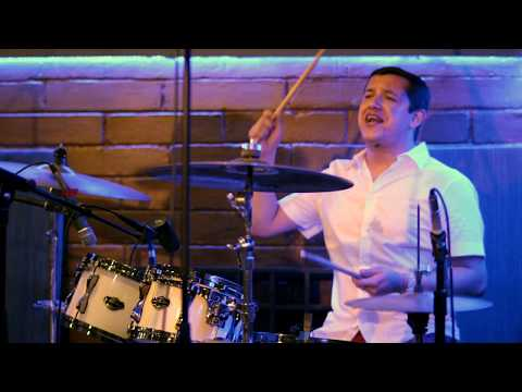 Kevin Figueroa - Paso A Pasito. Christian Felix En La Bateria (improvisando)