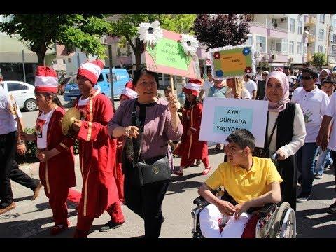 Engelli Çocuklardan Mehterli Yürüyüş