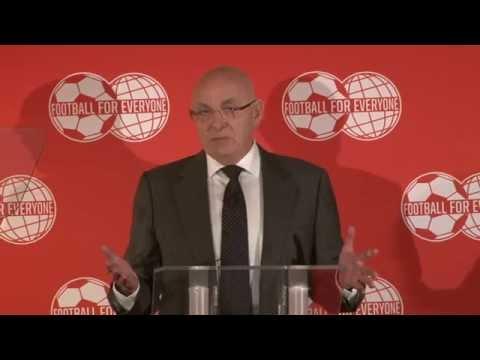 Van Praag licht FIFA-campagne toe