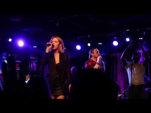 Katharine McPhee sings Sara Bareilles