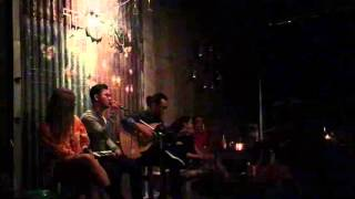 Tôn Cafe - Ta Vẫn Còn Yêu - Hiển Vinh Band - Acoustic cover