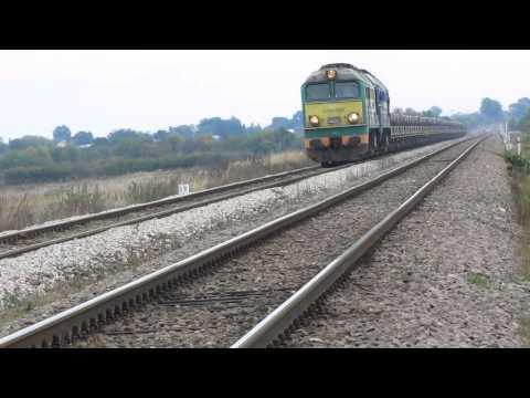 ST44-358 i ST44-1074 z pociągiem stalowym