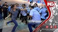 """TERKINI : NGERI!!! """"Tumbuk, Pijak, Terajang"""" Penyokong KEADILAN Gaduh di Kongres AMK"""