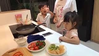 Bà xã Lý Hải Minh Hà cùng các con làm bánh rán Doreamon