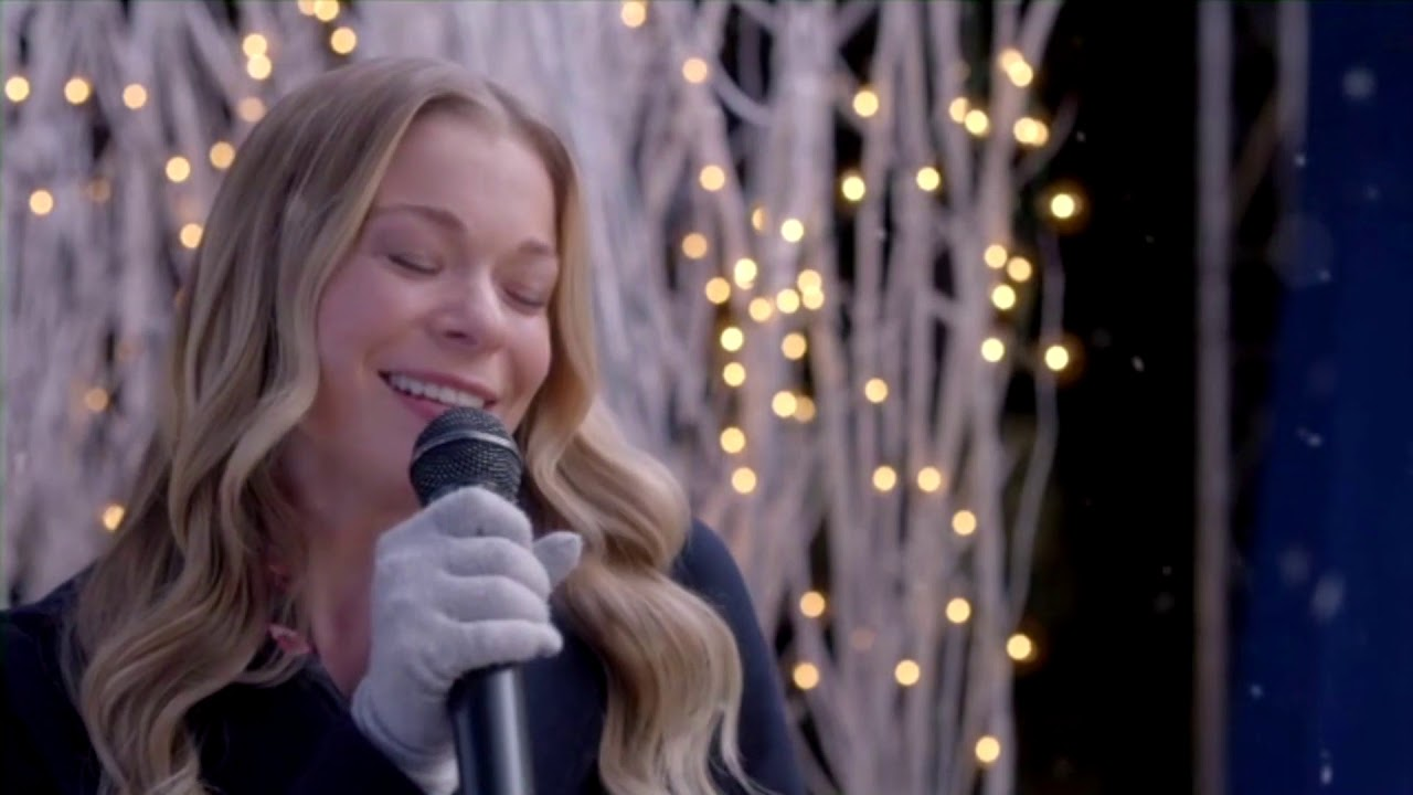 It's Christmas, Eve - LeAnn Rimes & Eden Summer Gilmore - You and Me and Christmas - YouTube