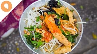 Eating Papaya Salad (Gỏi Khô Bò) in Vietnam - Christina's Street Feast - #5