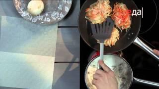 Картофельно-морковные драники с грибным соусом