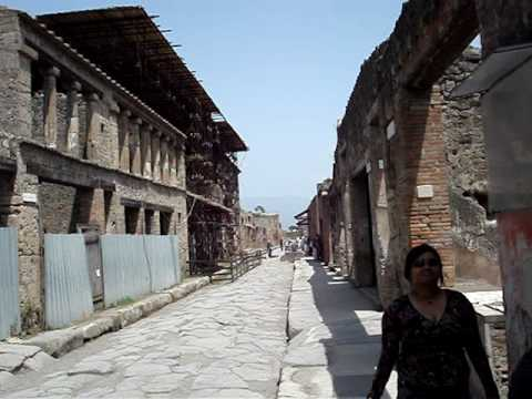 Images of the city of pompeia in italy imagens da cidade for Be italia