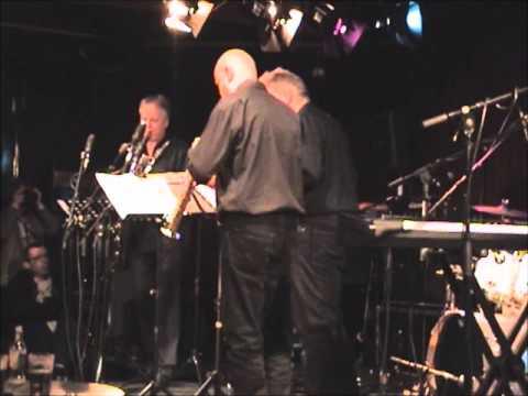 """MIKE KENEALLY  """"Metrolinofenagea"""" by Koh-I-Noor saxofoonkwartet - Paradox Tilburg 03-17 2013"""