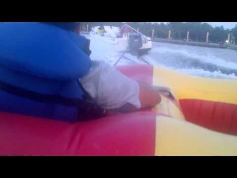 naik donut boat di beach mall ancol