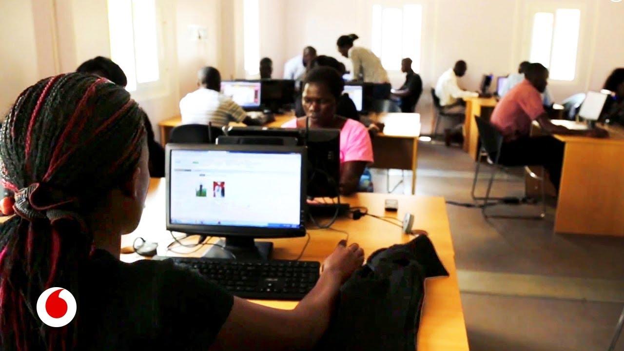 Tecnología y empleos digitales como ayuda para combatir la pobreza