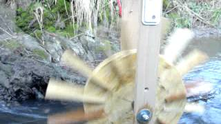 "Wasserrad mit mini ""Fahrraddynamo"" als Generator"