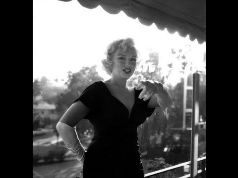 """Marilyn Monroe -The Unpublished Press Photos Of """"Some Like It Hot"""" 1958, by Earl Leaf"""