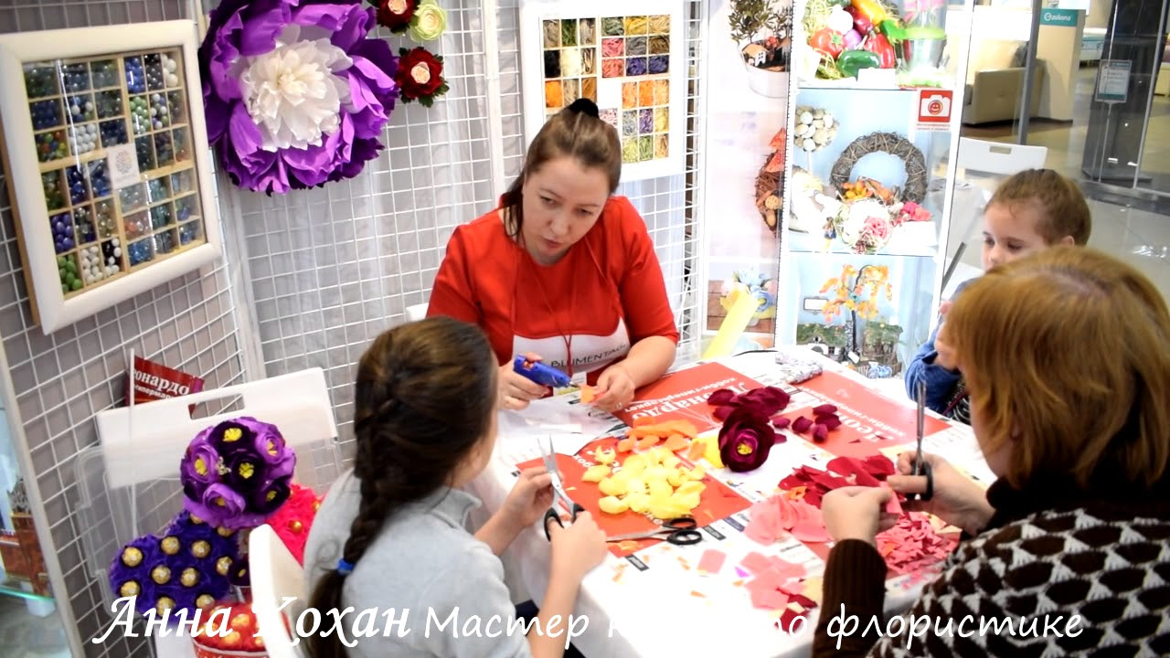 Master class on making flowers from corrugated paper