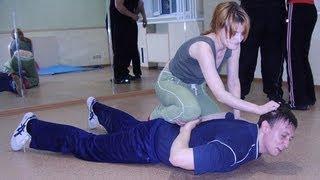 Приемы самообороны(У нас Вы можете заказать индивидуальную (персональную) программу тренировок по интернету: http://atletizm.com.ua/personal..., 2012-09-28T06:41:57.000Z)