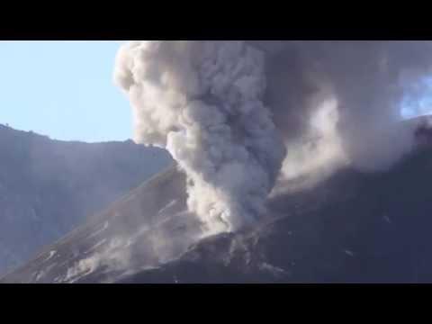 Indonesia Volcano Erupts : Mount Rinjani, Lombok Indonesia