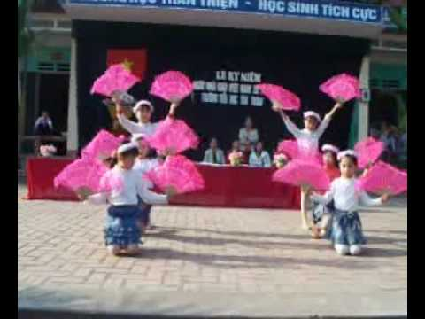 Biểu diễn văn nghệ của hoc sinh TH Tân  Thinh.swf