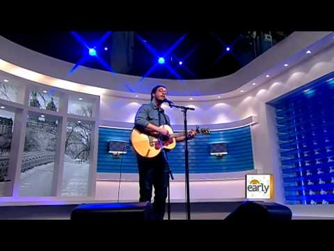 Amos Lee sings