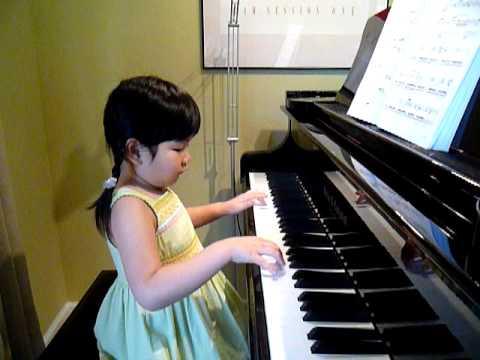 Fur Elise performed by Cheryl (5 years old)