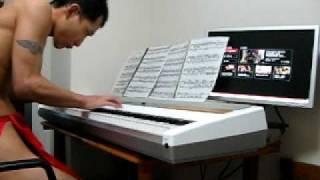 今巷でブレイク中?の褌姿でchopinのetude op.10 no.3 ,別れの曲を弾い...