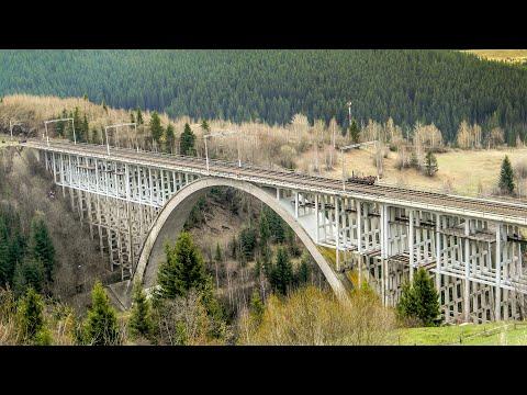 Trenuri la viaductul